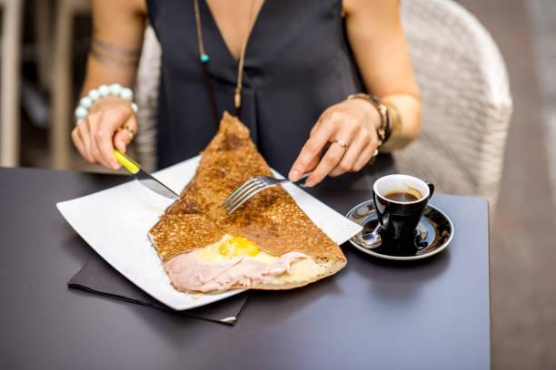 galette französische küche - buchweizenpfannkuchen stock-fotos und bilder