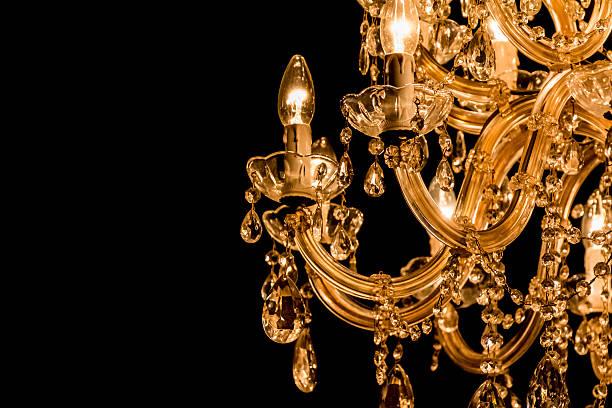 valente candelabro com luz de velas e o lado negro fundo - eventos de gala - fotografias e filmes do acervo