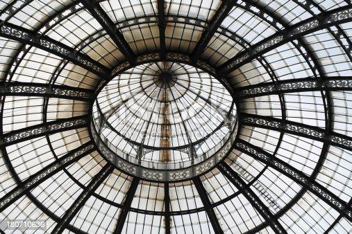 istock Galleria Vittorio Emanuele ll 180710636