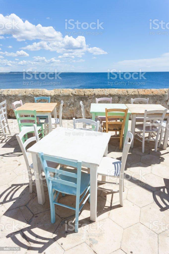 Gallipoli, Apulien - Out für das Mittagessen in der Sonne in der Mitte im Alter Promenade – Foto