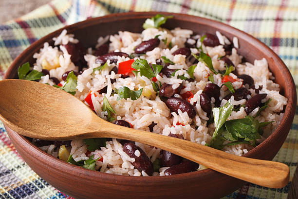 gallo pinto: rice with red beans in a bowl close-up - ムーア様式 ストックフォトと画像