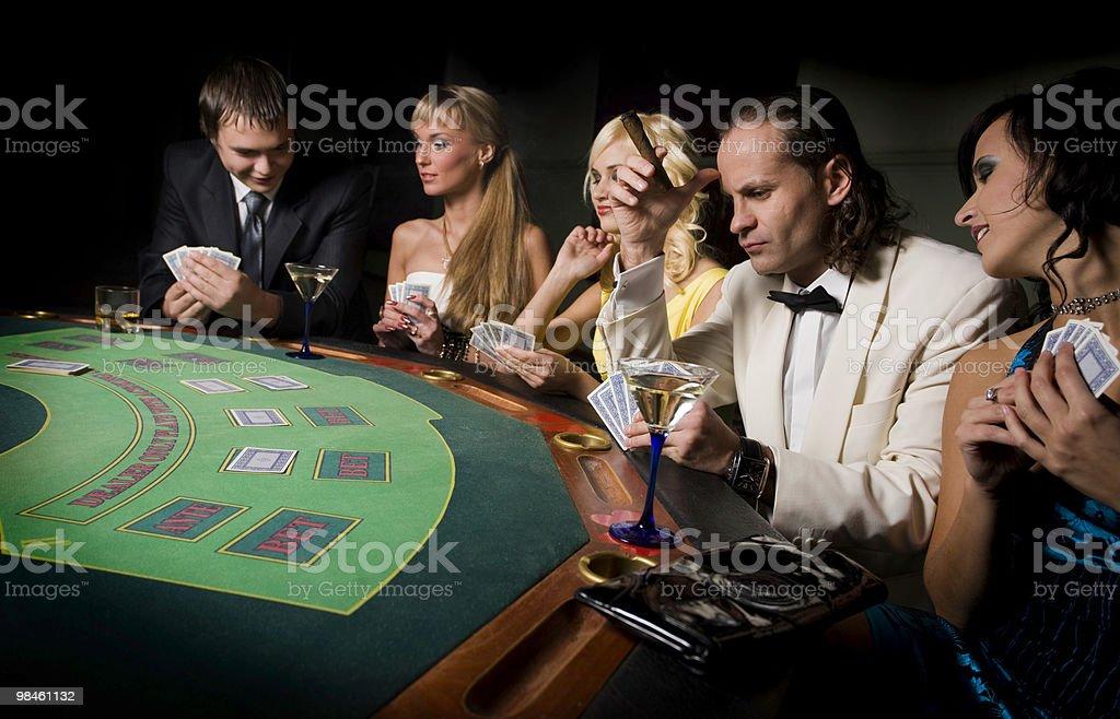 Gioco d'azzardo con gli amici foto stock royalty-free