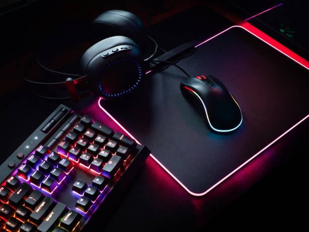 gamer workspace concept, top view a gaming gear, mouse, keyboard with rgb color, joystick, headset, webcam, vr headset on black table background. - klawiatura zdjęcia i obrazy z banku zdjęć