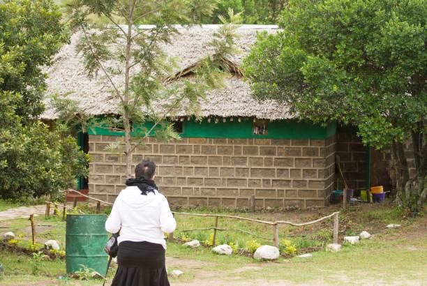 spiele reserve village camp in nairobi, kenia - vorschulzoothema stock-fotos und bilder