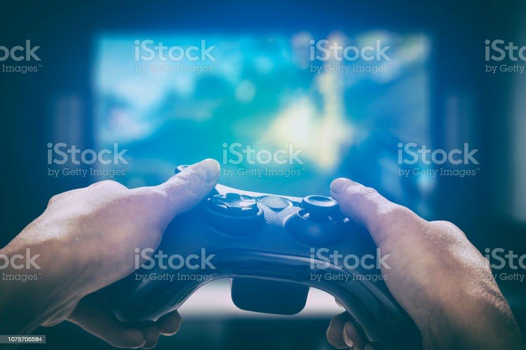 Gaming-Gameplay-Video auf tv oder Monitor. Gamer-Konzept. – Foto