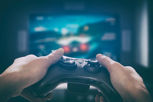 Gaminggameplayvideo Auf Tv Oder Monitor Gamerkonzept Stockfoto und mehr Bilder von Abenddämmerung