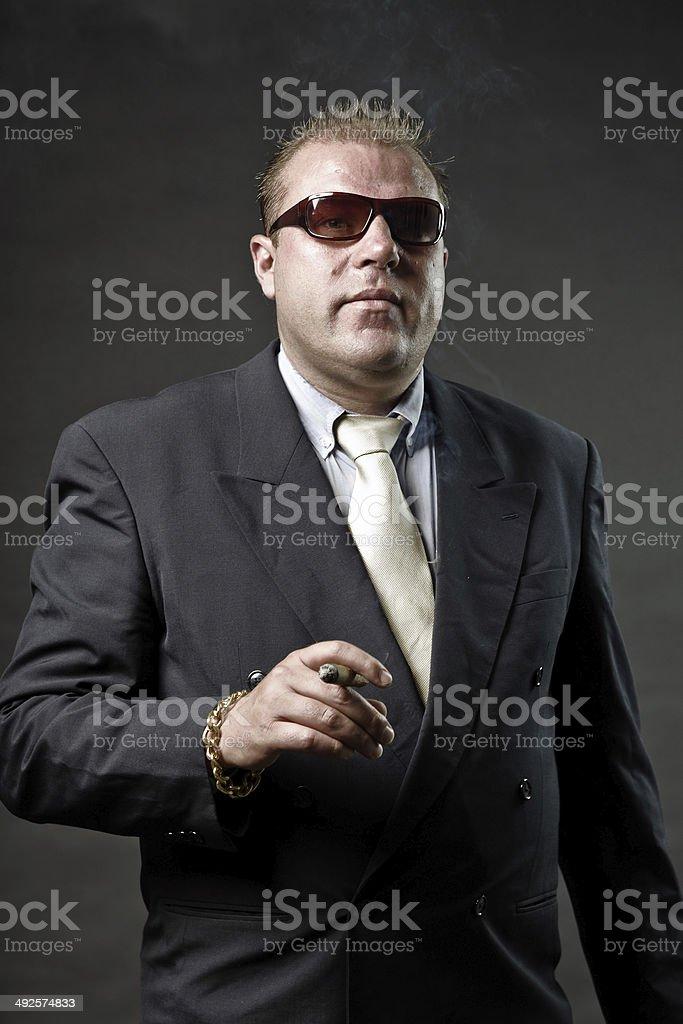 Hombre Con Gafas De En Gangster Traje Un Mafioso Es Fotografía EbeIH2YD9W