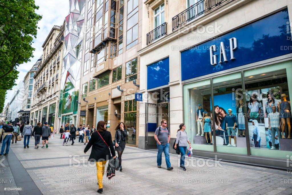 Lücke-Speicher auf Avenue des Champs-Elysées, Paris, Frankreich – Foto