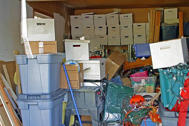 garagem objectos acumulados - desarrumação imagens e fotografias de stock