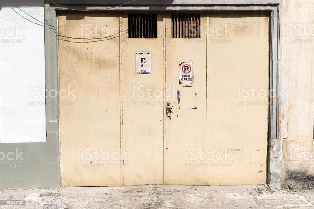Porta da garagem 8 - foto de acervo