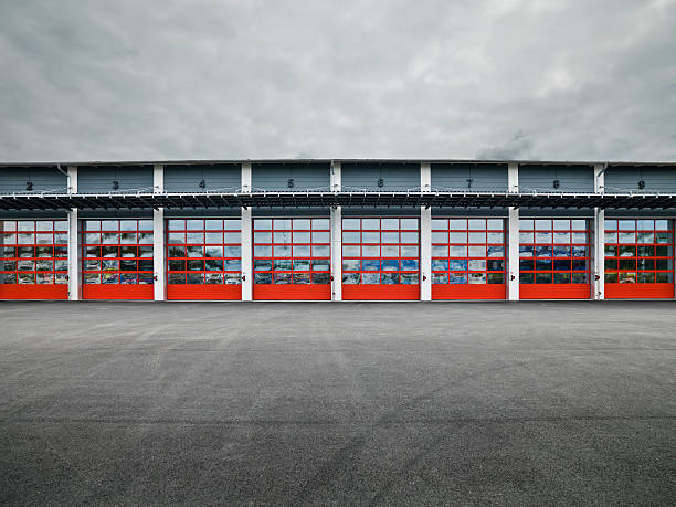 garage türen - garagentor mit tür stock-fotos und bilder