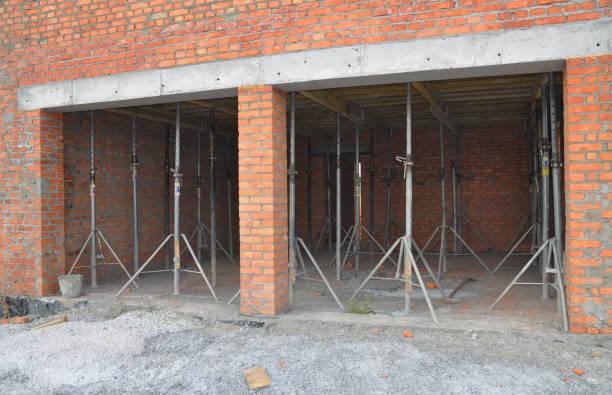 Garage bekisting plafond. Plafond bekisting is het type bekisting meestal gevonden in de bouw van een huis te bouwen. foto