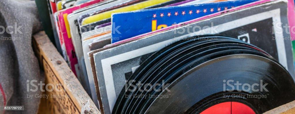affichage de garage vente de disques vinyles et vinyles pour les collectionneurs de musique - Photo