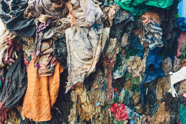 Müll aus dem Abbau von Abfällen wird die Ansammlung von Abfällen im Lagerbereich erhöhen. – Foto