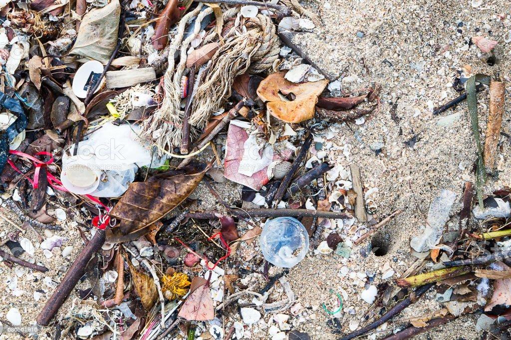 Garbage on the beach, environment concept foto de stock libre de derechos