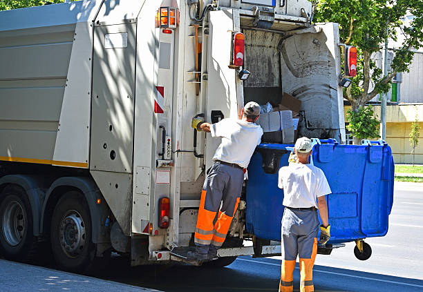 Garbage truck works in the city street – Foto