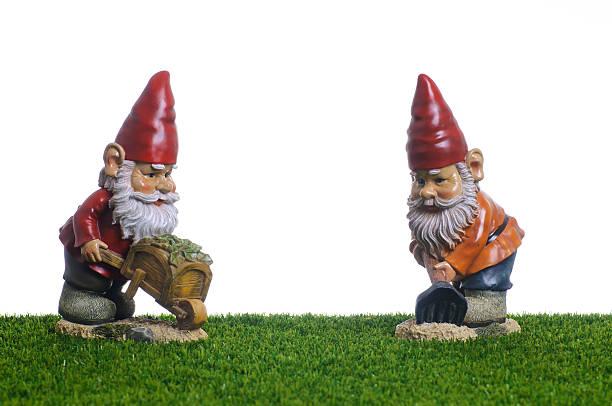 garden gnomes working - kruiwagen met gereedschap stockfoto's en -beelden
