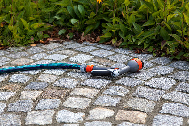 Gartenschlauch Spritze Hose pipe with spraying spritze stock pictures, royalty-free photos & images