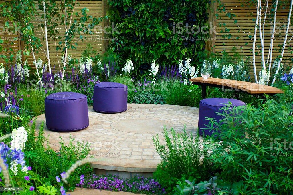 Garten Landschaft mit Terrasse – Foto