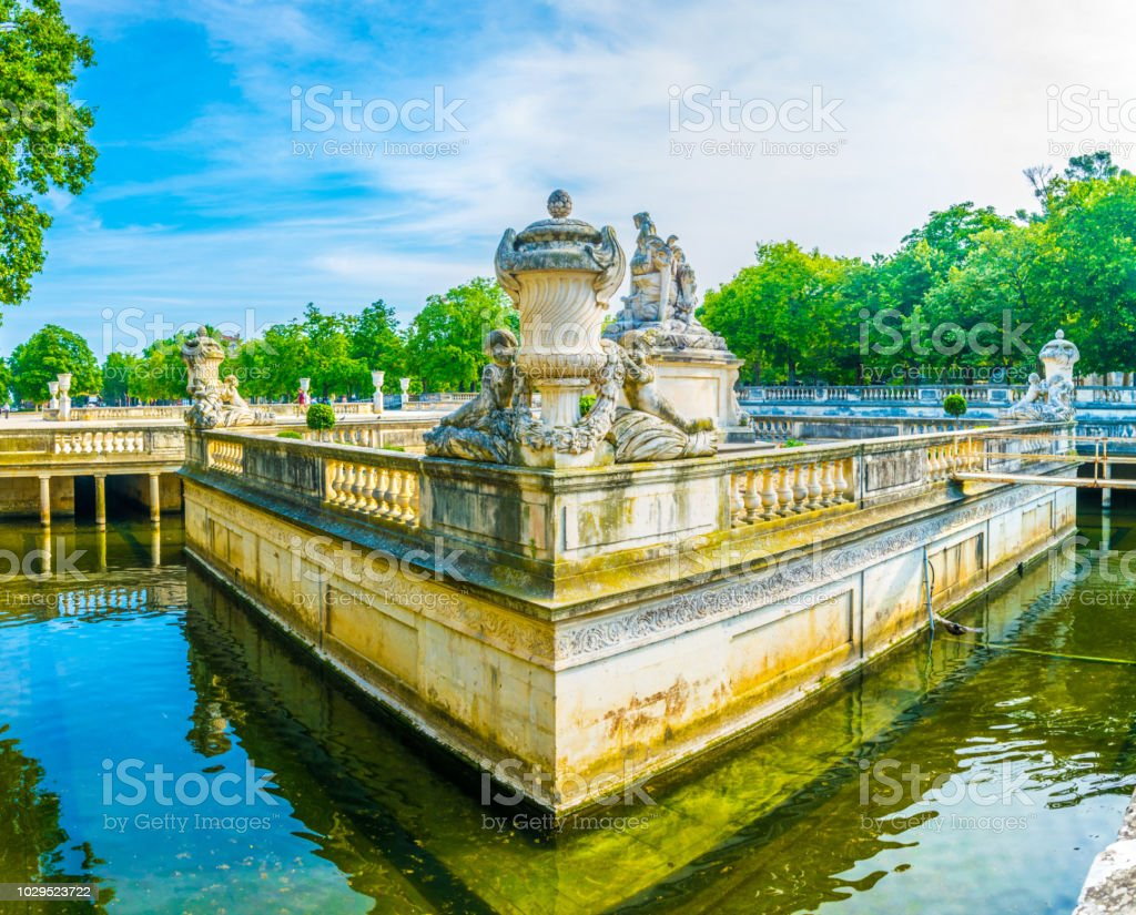 Image De Fontaine De Jardin jardin de la fontaine park in nimes france stock photo