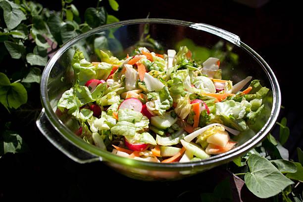garten-salat - spieltag vorspeisen stock-fotos und bilder