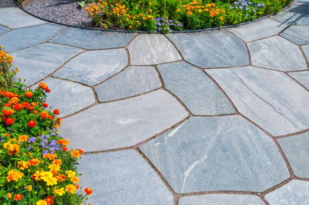 garden slates - naturstein terrasse stock-fotos und bilder
