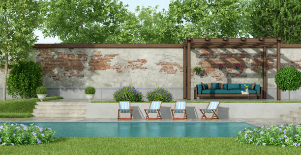 Garden with large pool - foto stock