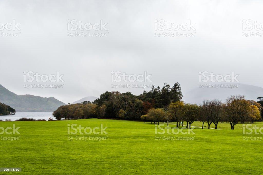 Trädgårdar av Muckross House i Irland - Royaltyfri Berömd plats Bildbanksbilder