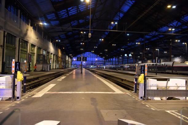 plattformen gare de lyon - gare de lyon wiedenmeier stock-fotos und bilder