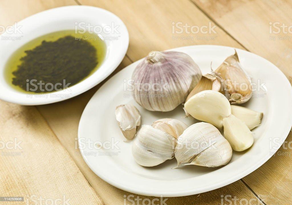 Garlic Cloves and olive oil&balsamic vinegar royalty-free stock photo
