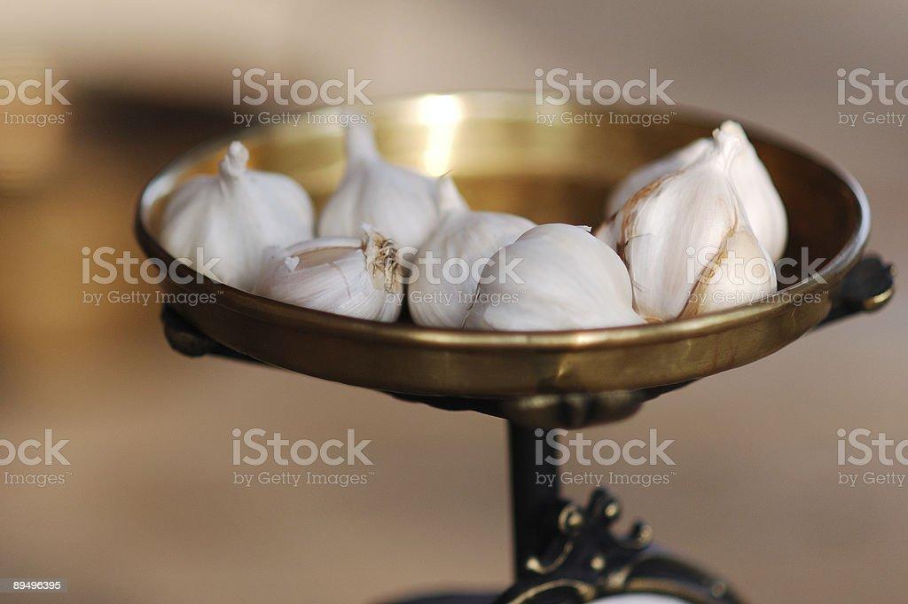 Garlic on farmer's market royalty free stockfoto