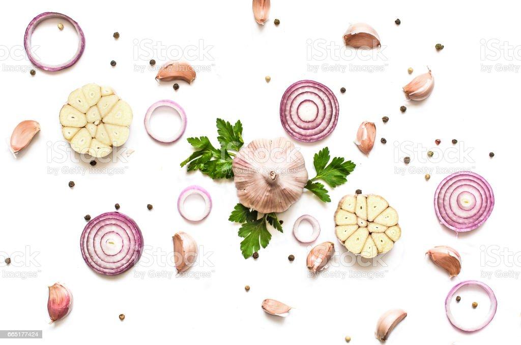 garlic, red onion, parsley and pepper isolated on white background - foto stock