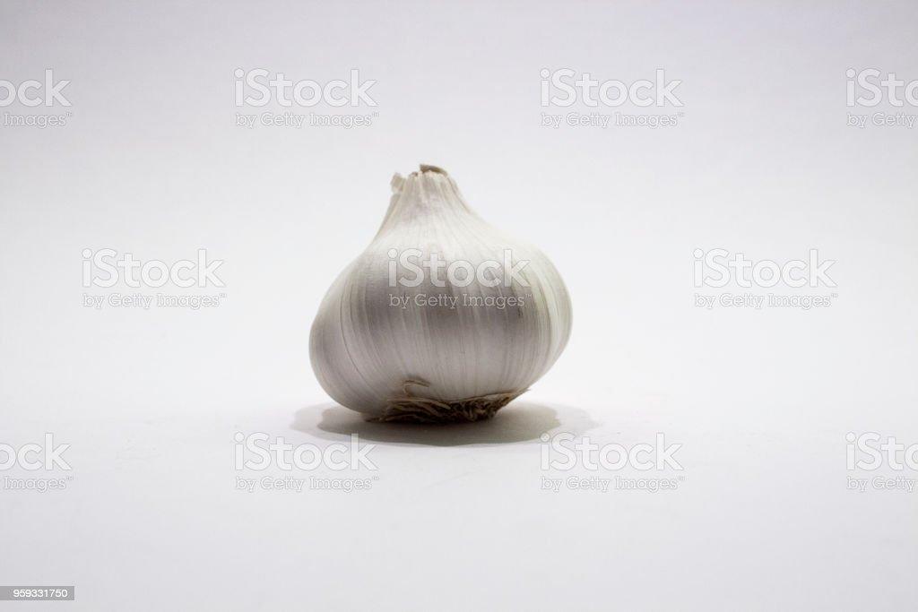 Knoblauch-Zwiebel-auf-weiß – Foto