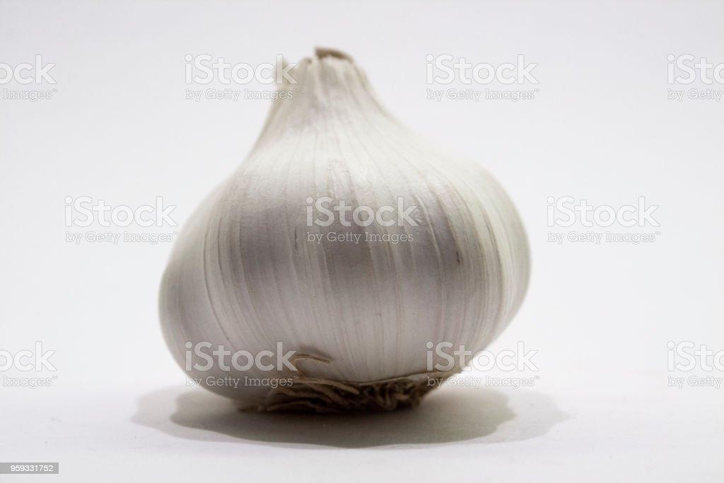 Garlic-Bulb-on-white-close-up – Foto