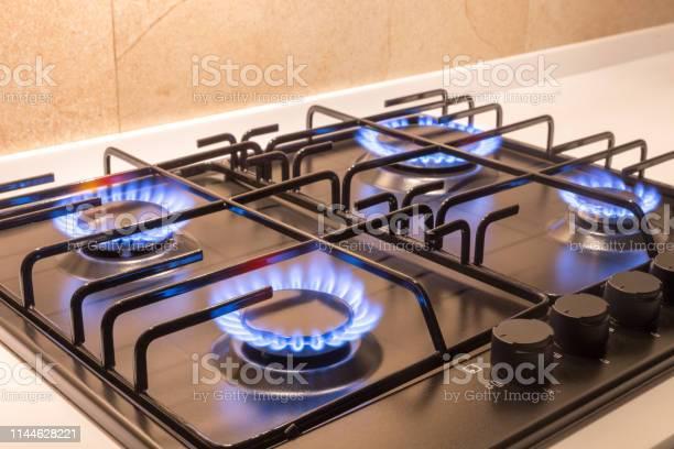 Gas burner on black modern kitchen stove picture id1144628221?b=1&k=6&m=1144628221&s=612x612&h=hbiarpzcvcw5gmxnc9awhzvss9a1vecymuenqfjf4za=