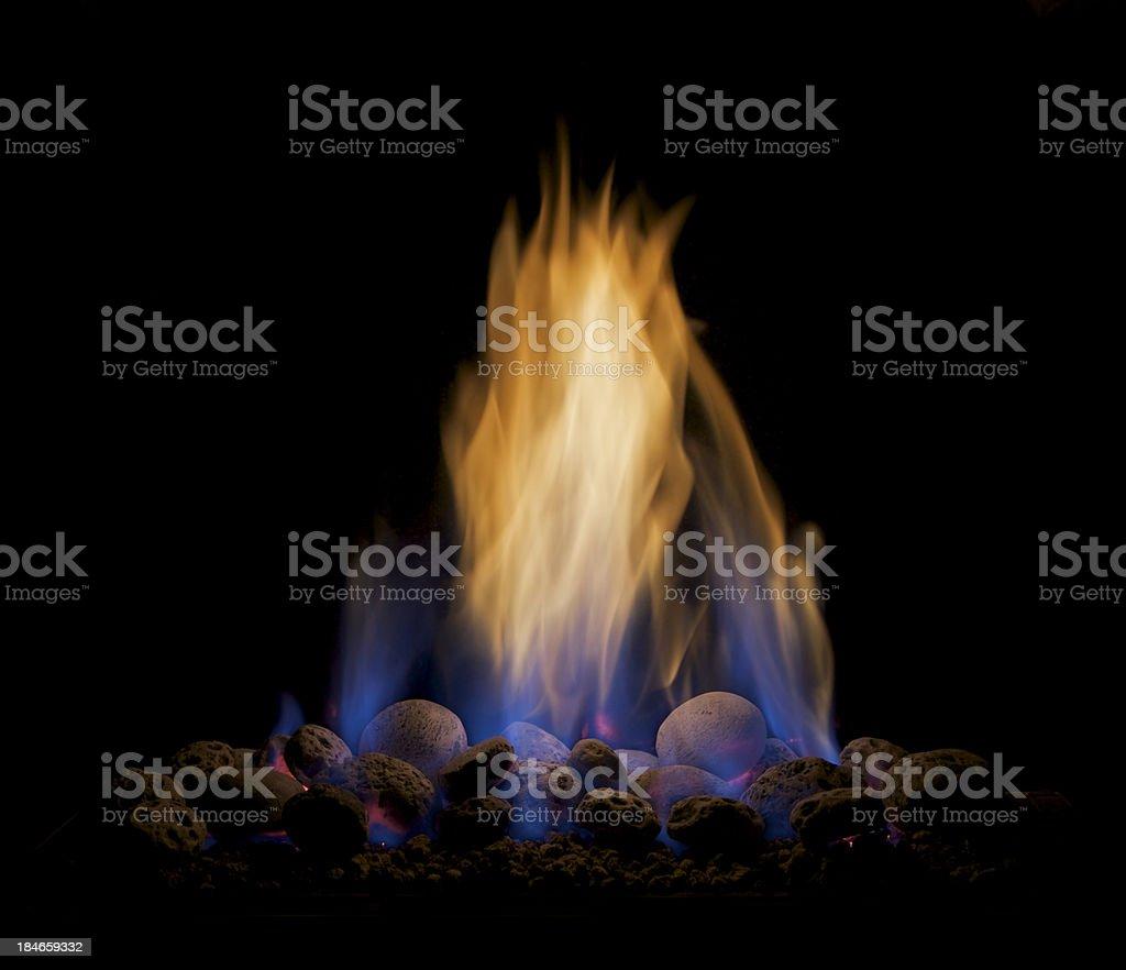 Gas Flammen isoliert auf Schwarz – Foto