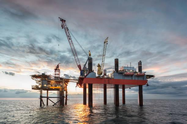 Gas-Plattform und Jack-Up Rig – Foto