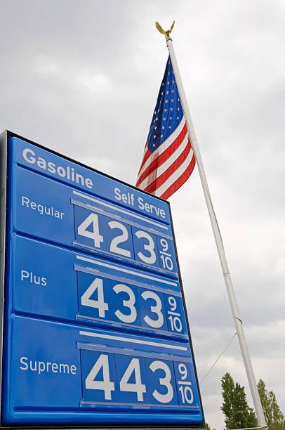 gas preis zeichen mit us-flagge - mark tantrum stock-fotos und bilder