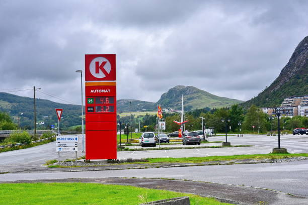 gas station Circle K Stavanger, Rogaland / Norway - 08.11.2019:  Cars are refueling at the gas station with brand Circle K , Norway k logo stock pictures, royalty-free photos & images