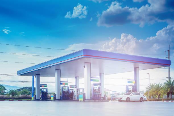 gas station with clouds and blue sky - dworzec zdjęcia i obrazy z banku zdjęć