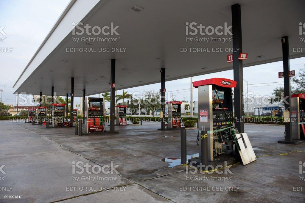 Tankstelle mit Sturmschäden – Foto