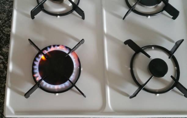 gasherd einer küche - kochen mit oliver stock-fotos und bilder