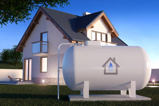 gasbehälter in der nähe von haus - benzintank stock-fotos und bilder