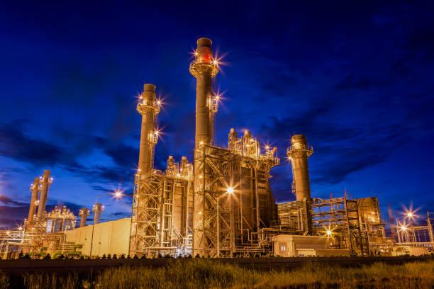 gasturbinen-kraftwerk in der nacht - generator text stock-fotos und bilder