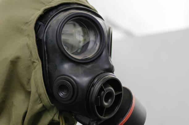 Gasmaske und Nuclear, Biological and Chemical (NBC) Anzug – Foto