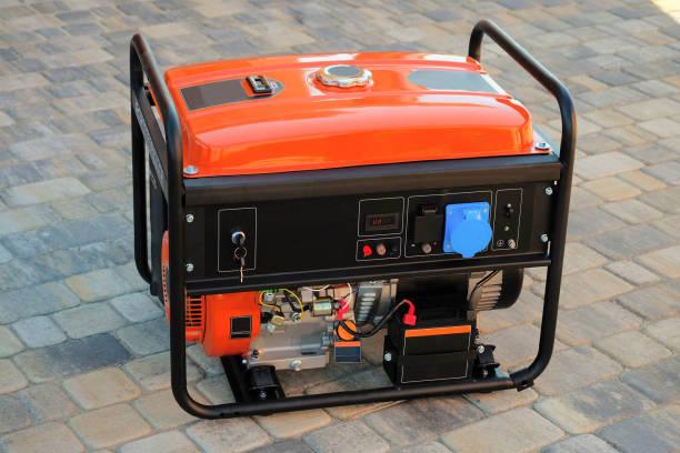 generador portátil de gasolina para el suministro de energía eléctrica - generadores fotografías e imágenes de stock