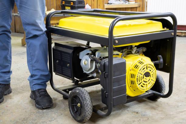 generador de gasolina portátil - generadores fotografías e imágenes de stock