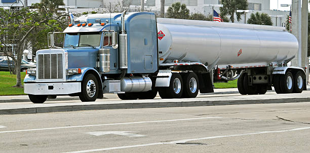 Benzin Road Tanker – Foto