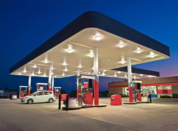 Tankstelle und Convenience Store REWORKED – Foto