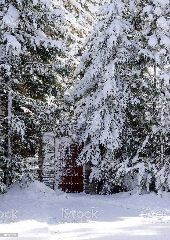 ゲートでのスノーウッド - カラー画像のロイヤリティフリーストックフォト